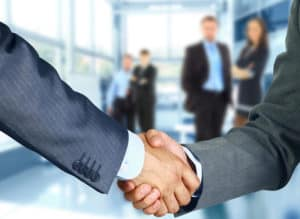 B2B customer loyalty program - two people shaking hands