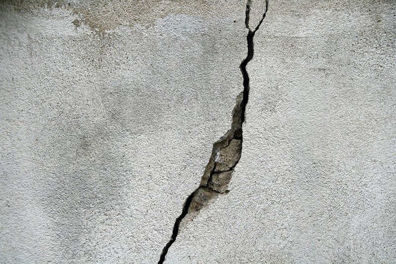 cracked wall caused by foundation problems