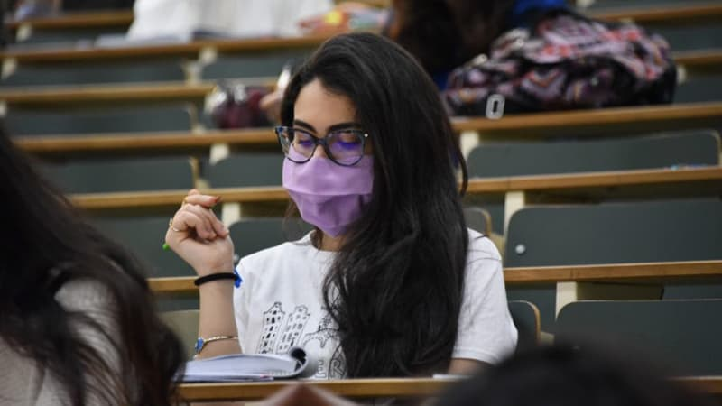 Woman in higher education establishment wearing mask during global pandemic