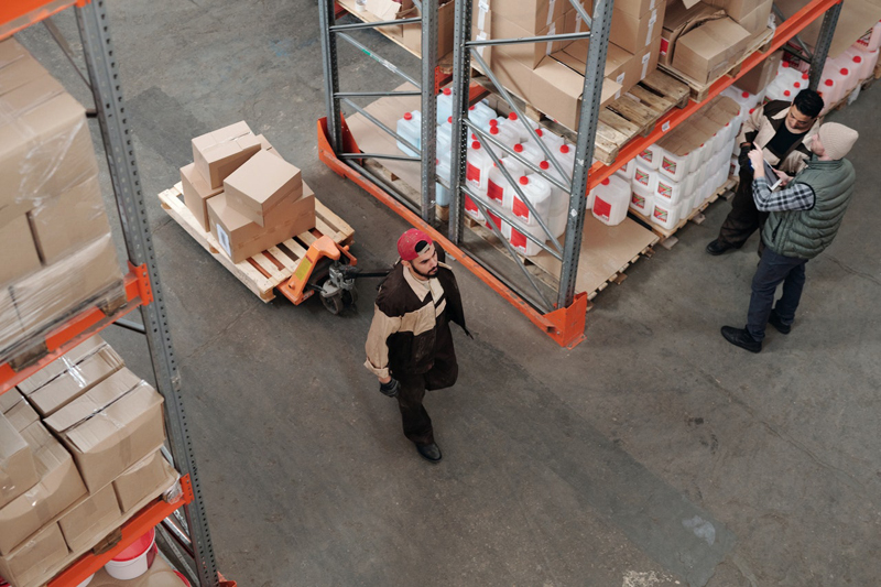 Ecommerce distribution – men working in a warehouse