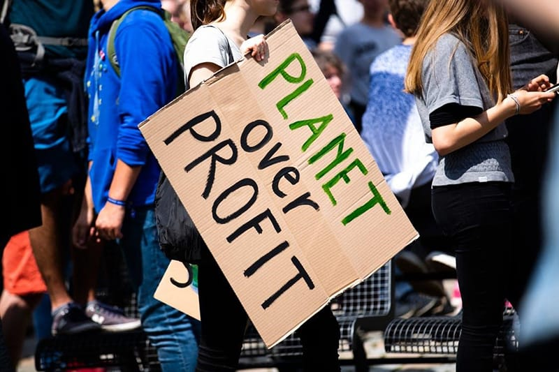 Planet over profit - demonstration for the envirnoment - sustainability