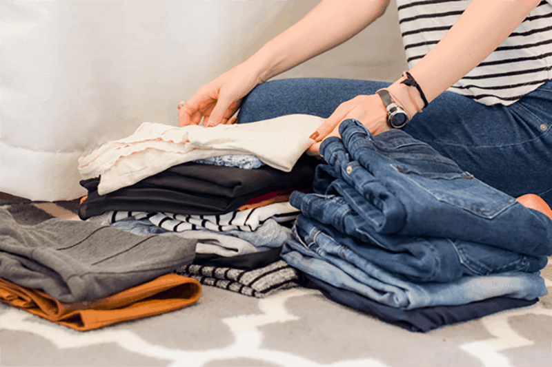 Person folding the clothes