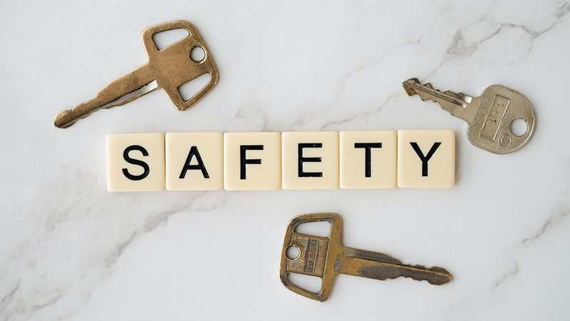 Safety text and 3 metal keys