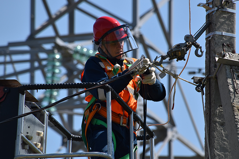 MAn fixing steel cable