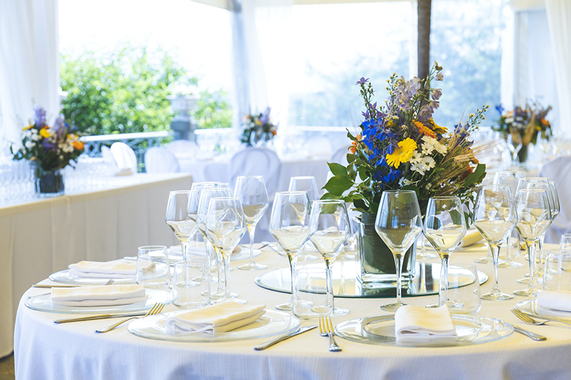 Table setting arrangement for event