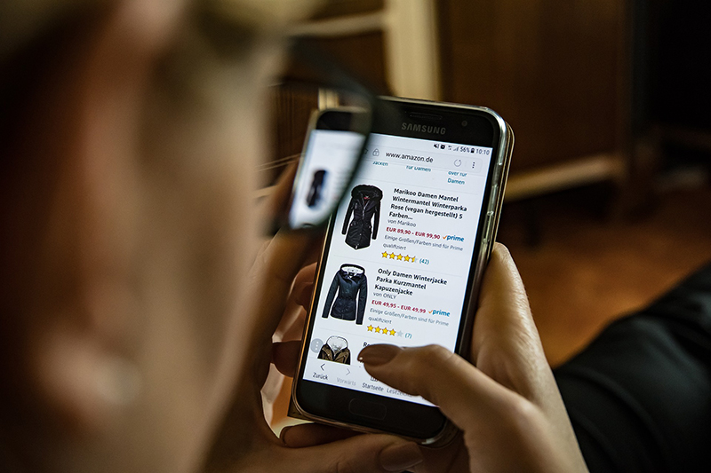 Online shopping clothing on mobile apps