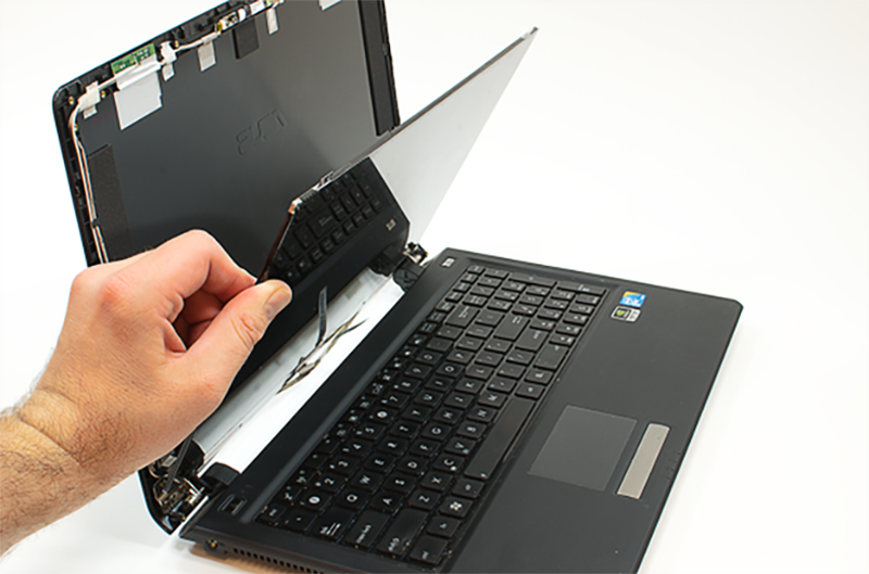 person replace damaged laptop screen